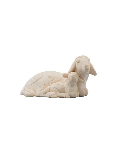 liegendes Schaf mit Lamm